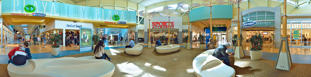 Dolphin Mall - inside 2