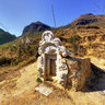 A stone grave in Pho Bang, Ha Giang (Nm m  ca ngi Ph Bng)