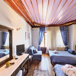 Konitsa Hotel double triple room blue