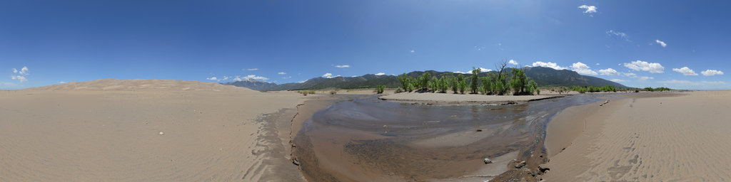 Medano Creek, Great Sand Dunes National Park, Colorado, USA
