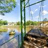 Ponte no Rio Jacare Pepira no Parque do Salto em Brotas SP