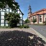 Ev. Reinhardskirche mit Karl-Hellwig-Brunnen in Steinau 2012
