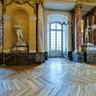 Le riche décor de la salle des Illustres du Capitole de Toulouse  -  France