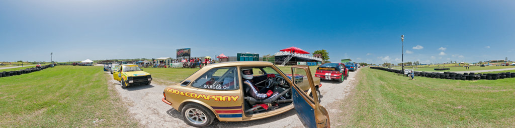 Bushy Park race track - cars lining up