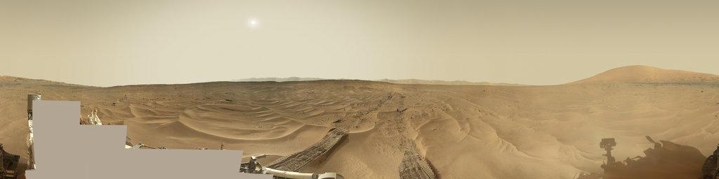 Mars Panorama - Curiosity rover: Martian solar day 673