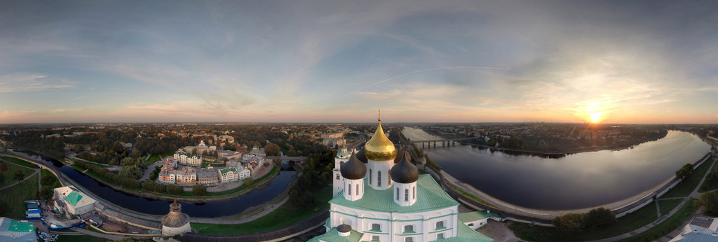 Pskov-center-kremlim