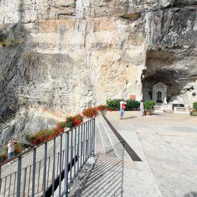 Santuario madonna della corona spiazzi vr for Santuario madonna della corona
