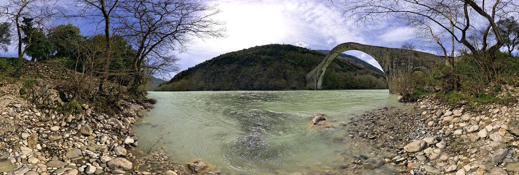 To Gefyri Tis Plakas Araxthos River Greece